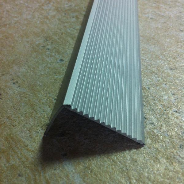 PSR38-Protecție treaptă cu rizuri,din aluminiu eloxat