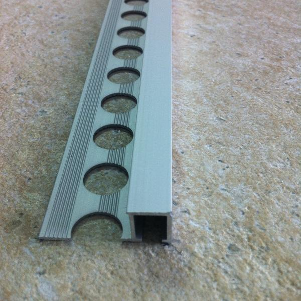 TDG107-Bagheta patrata 10 mm adancime din eloxALUM20 ,2.7m